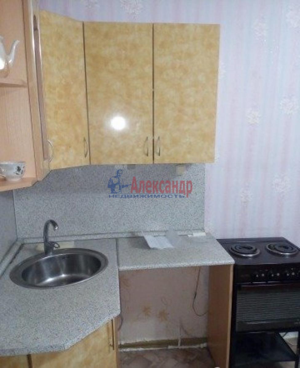 Комната в 5-комнатной квартире (98м2) в аренду по адресу Римского-Корсакова пр.— фото 1 из 3