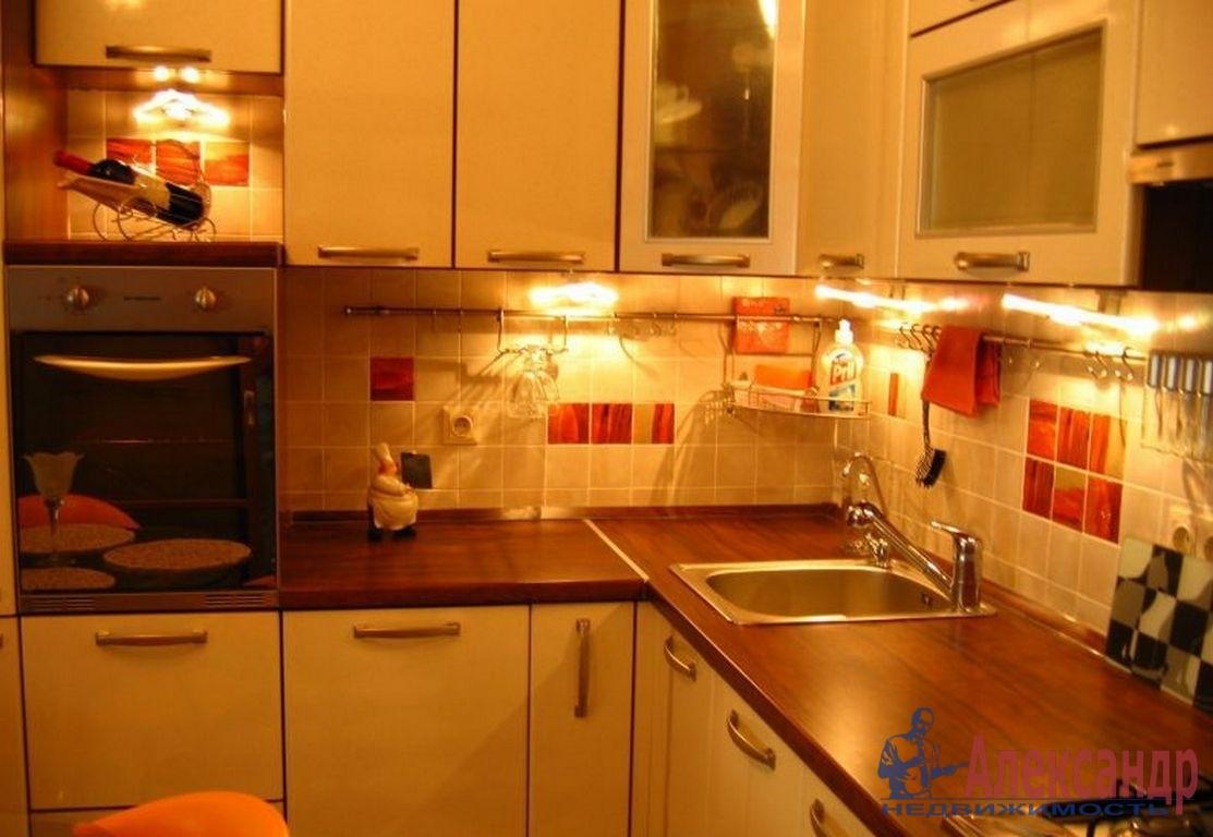 3-комнатная квартира (80м2) в аренду по адресу Васи Алексеева ул., 7— фото 4 из 4