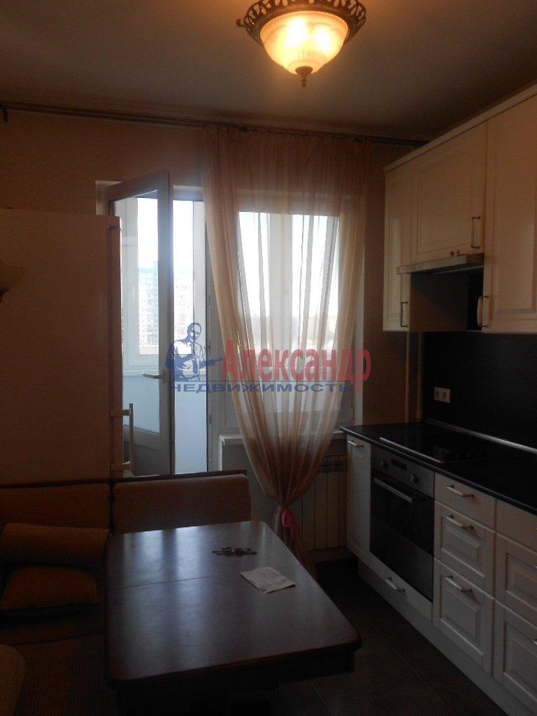 1-комнатная квартира (40м2) в аренду по адресу Ораниенбаумская ул., 21— фото 1 из 4