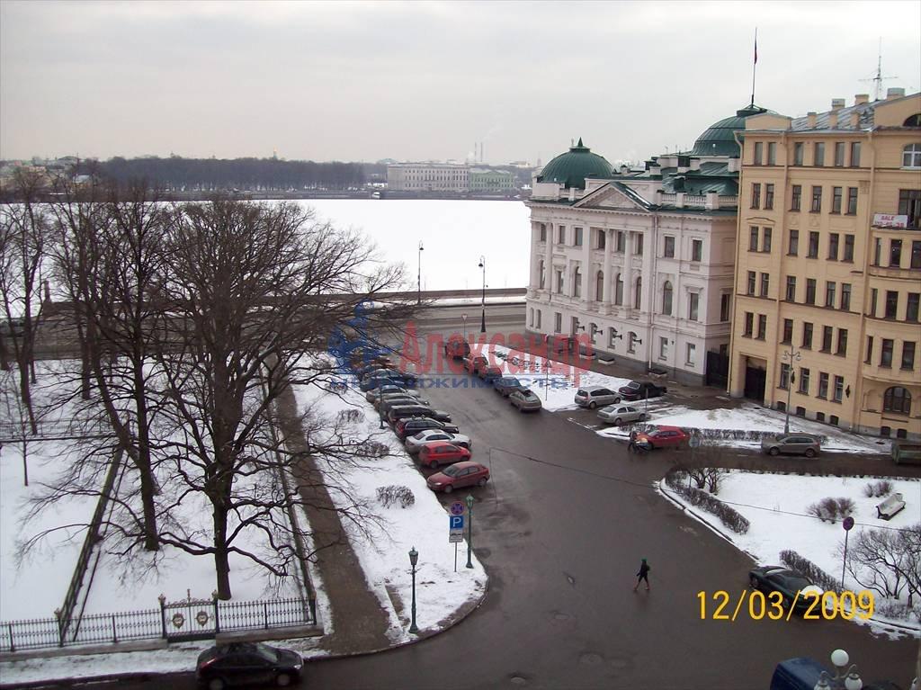 2-комнатная квартира (50м2) в аренду по адресу Петровская наб., 4— фото 3 из 10