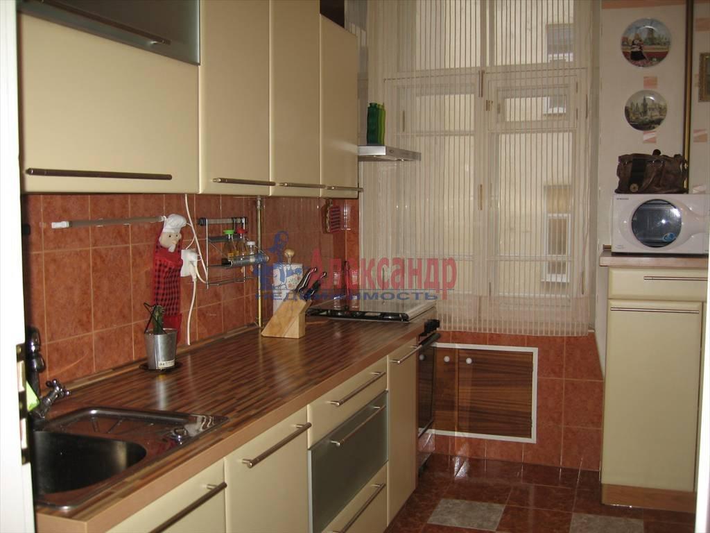 2-комнатная квартира (68м2) в аренду по адресу Пестеля ул., 13— фото 2 из 6