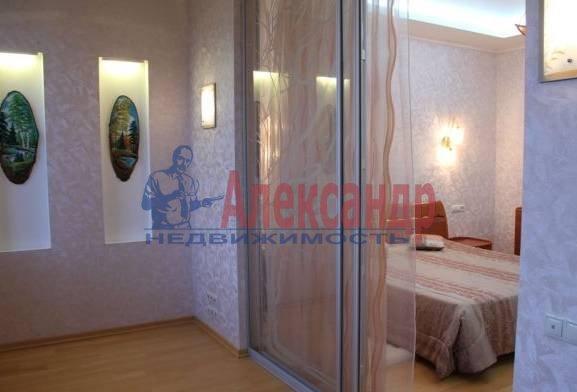 3-комнатная квартира (95м2) в аренду по адресу Невский пр., 142— фото 2 из 3