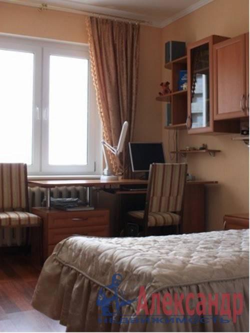 3-комнатная квартира (73м2) в аренду по адресу Стачек пр., 107— фото 4 из 6