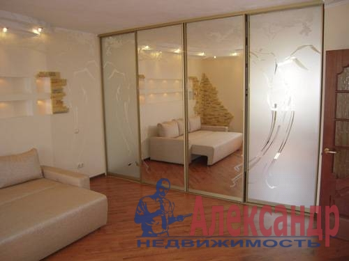 1-комнатная квартира (42м2) в аренду по адресу Ленинский пр., 135— фото 2 из 6