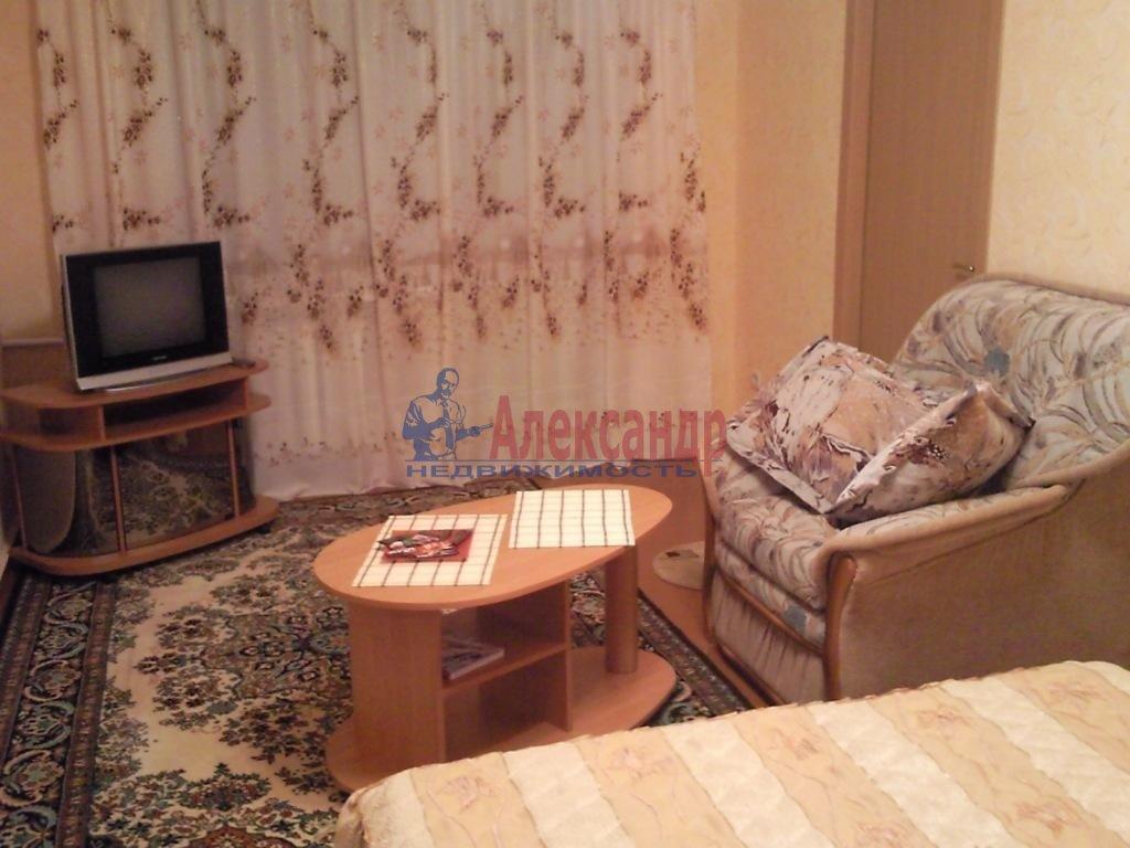 3-комнатная квартира (100м2) в аренду по адресу Бутлерова ул., 9— фото 1 из 1