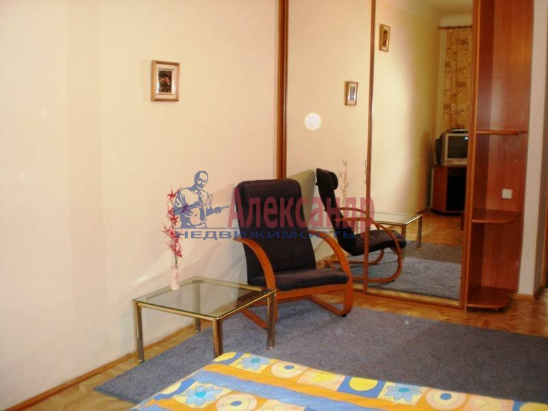 Комната в 3-комнатной квартире (78м2) в аренду по адресу Серебристый бул., 13— фото 2 из 4