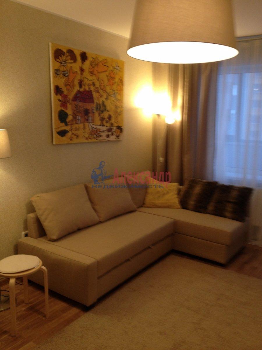 1-комнатная квартира (34м2) в аренду по адресу Мурино пос., Привокзальная пл., 1А— фото 1 из 13