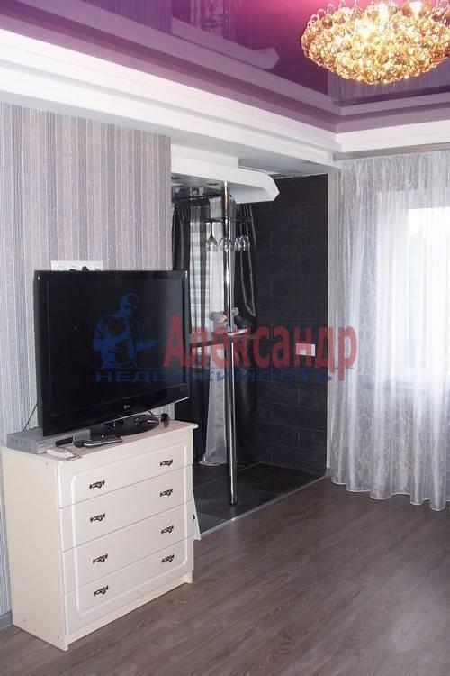 2-комнатная квартира (60м2) в аренду по адресу Комендантский пр., 51— фото 3 из 6