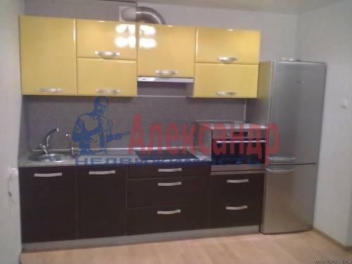 2-комнатная квартира (71м2) в аренду по адресу Композиторов ул., 12— фото 1 из 8