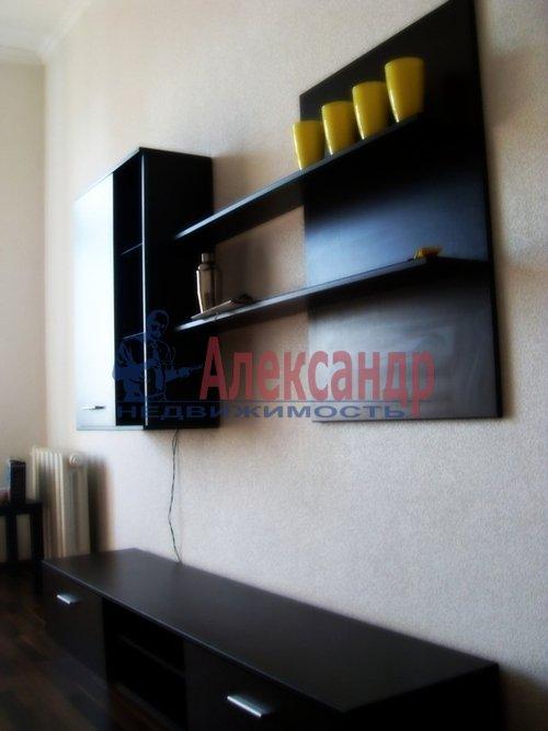 Комната в 3-комнатной квартире (72м2) в аренду по адресу Средний В.О. пр., 61— фото 3 из 3
