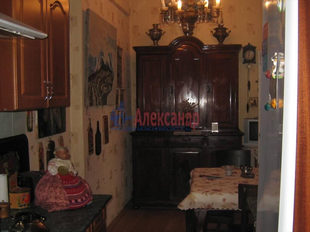 2-комнатная квартира (75м2) в аренду по адресу Кирочная ул., 31— фото 4 из 5