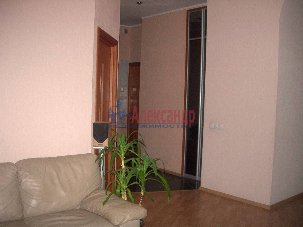 4-комнатная квартира (120м2) в аренду по адресу Суворовский пр.— фото 3 из 9