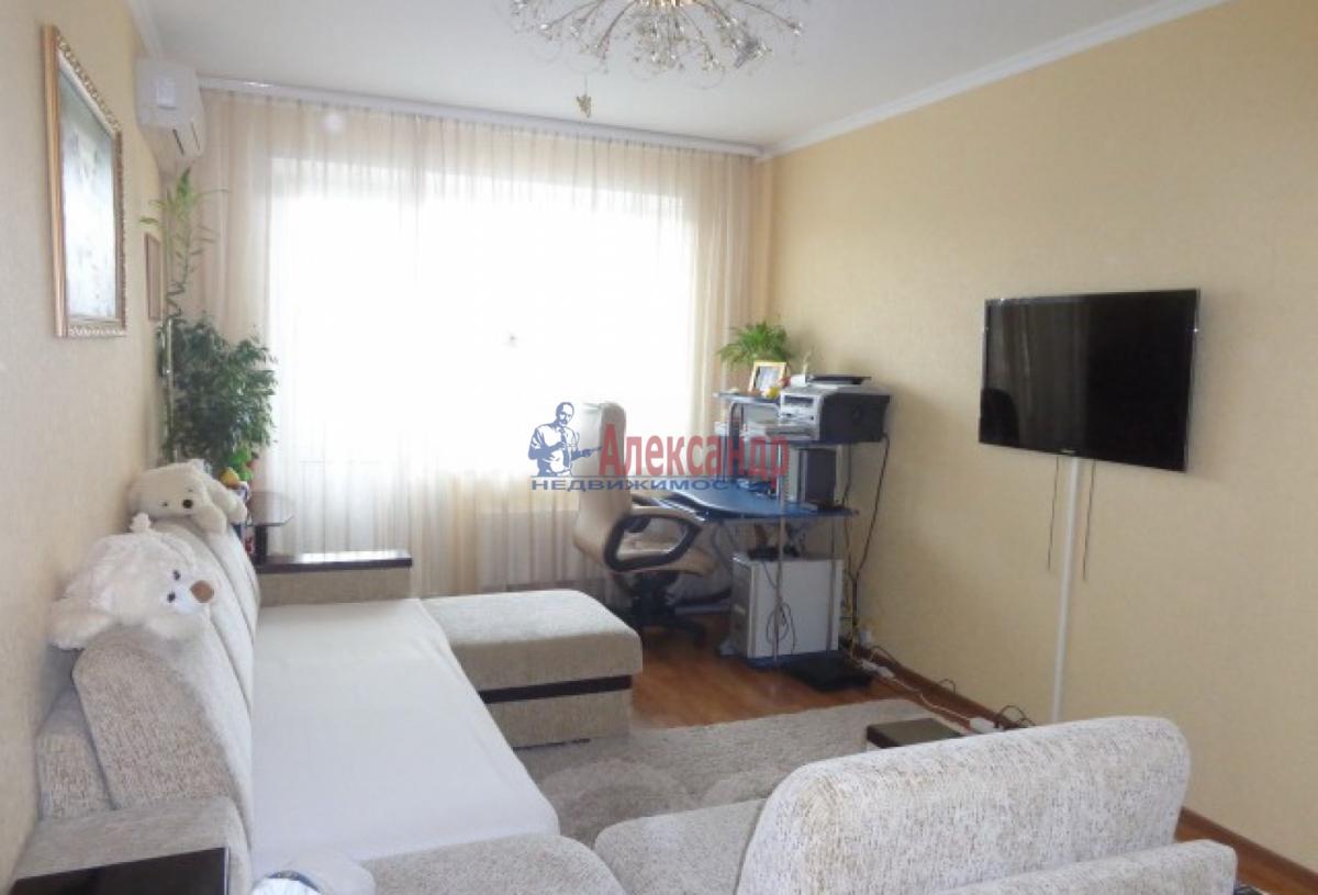2-комнатная квартира (54м2) в аренду по адресу Ветеранов пр., 122— фото 1 из 5