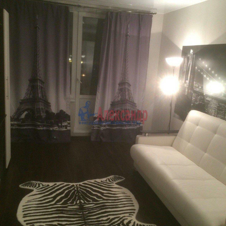1-комнатная квартира (43м2) в аренду по адресу Есенина ул., 1— фото 1 из 9