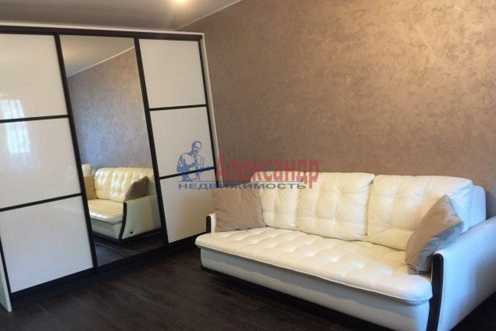 2-комнатная квартира (55м2) в аренду по адресу Лени Голикова ул., 15— фото 1 из 5