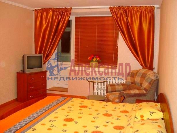1-комнатная квартира (65м2) в аренду по адресу Варшавская ул., 19— фото 1 из 3