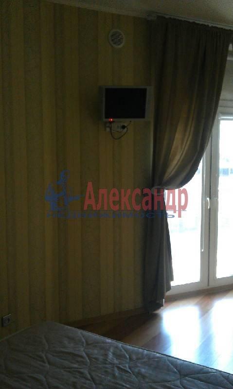 2-комнатная квартира (60м2) в аренду по адресу Оренбургская ул., 2— фото 3 из 5