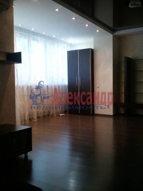 2-комнатная квартира (98м2) в аренду по адресу Обуховской Обороны пр., 138— фото 1 из 9