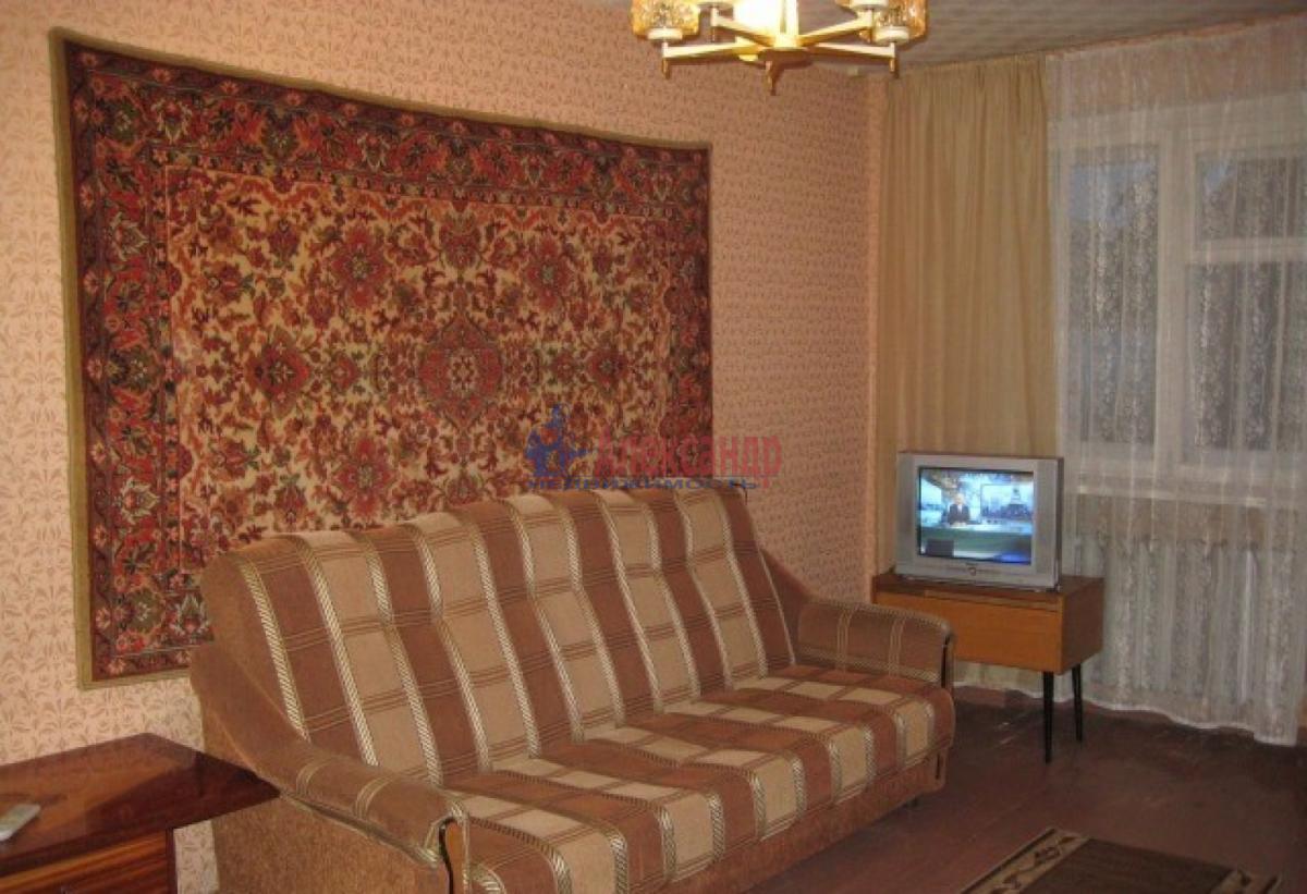Комната в 4-комнатной квартире (92м2) в аренду по адресу Типанова ул., 18— фото 1 из 5