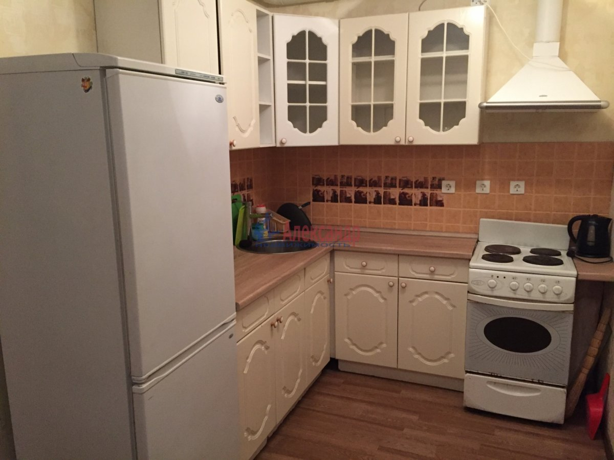2-комнатная квартира (46м2) в аренду по адресу Шелгунова ул., 7— фото 2 из 16