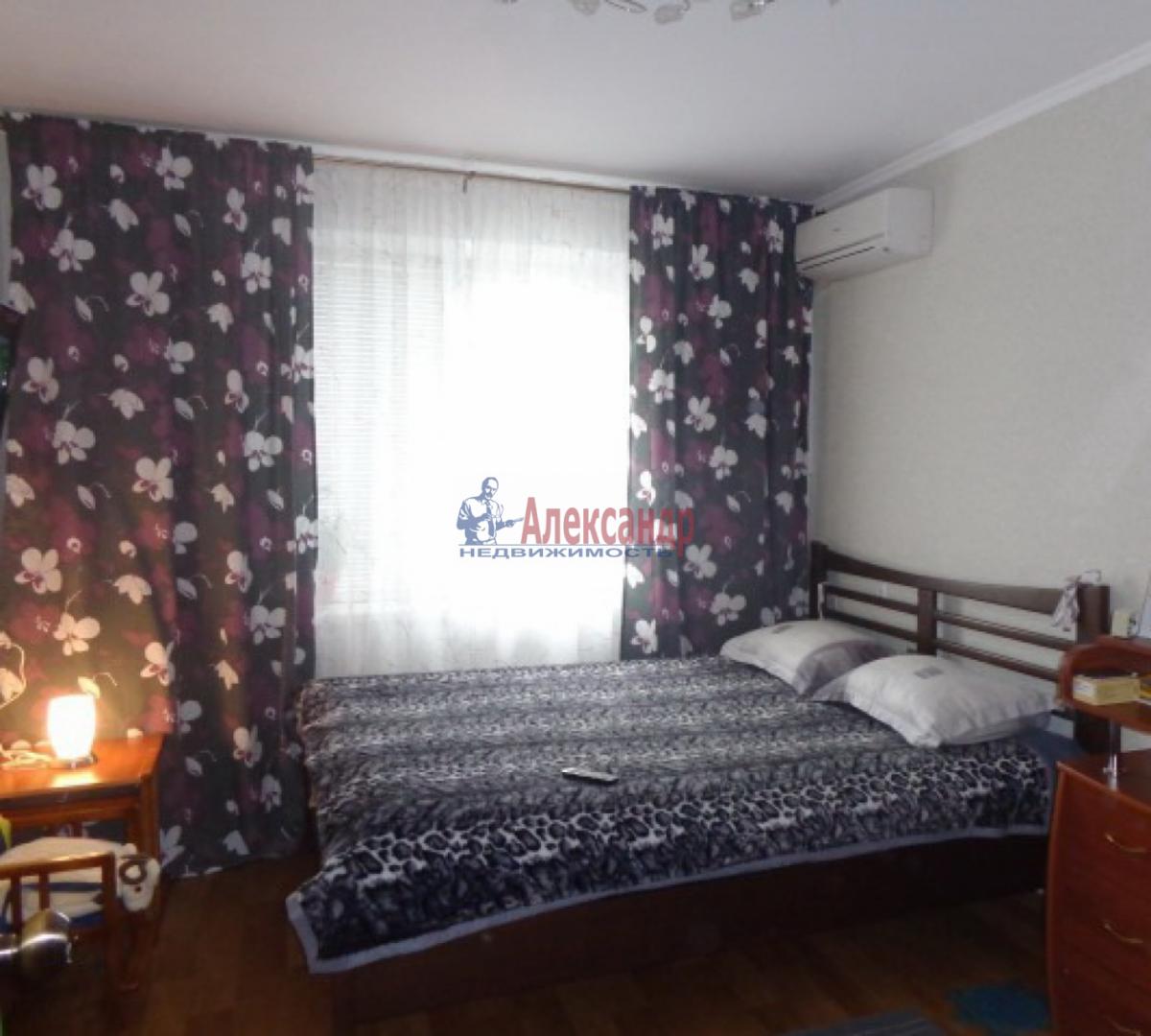 2-комнатная квартира (54м2) в аренду по адресу Ветеранов пр., 122— фото 2 из 5