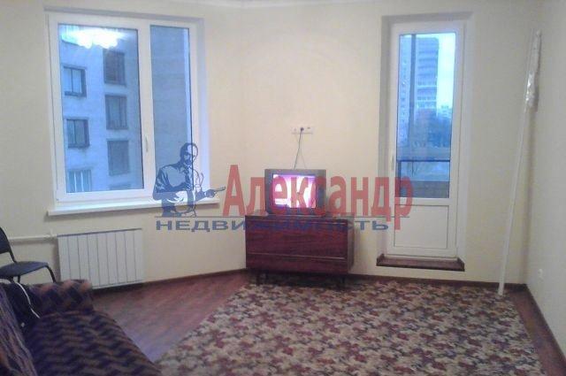 1-комнатная квартира (37м2) в аренду по адресу Димитрова ул., 3— фото 1 из 6