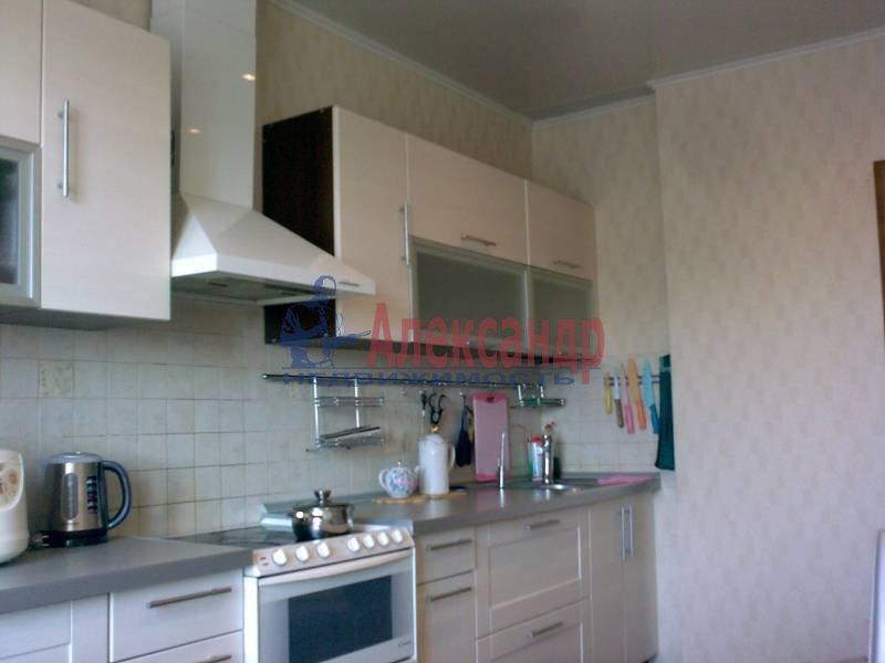 2-комнатная квартира (62м2) в аренду по адресу Бадаева ул., 6— фото 2 из 5