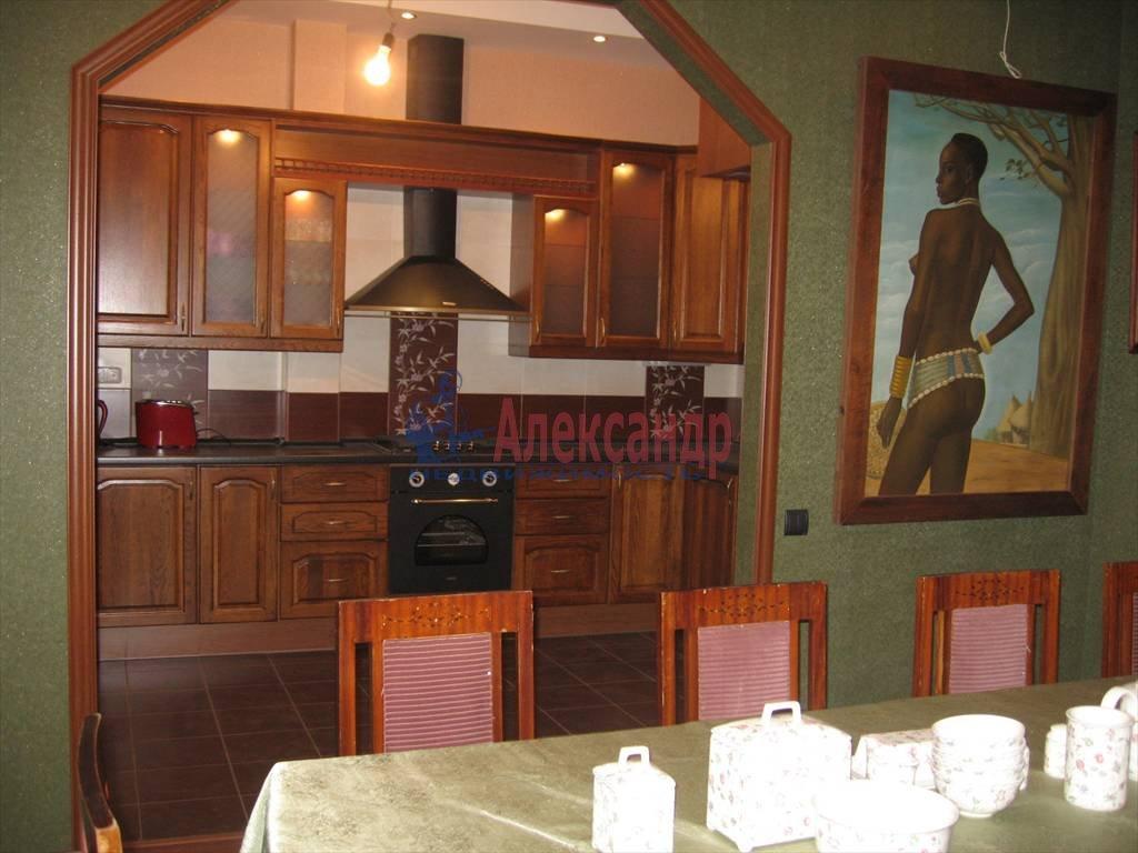 3-комнатная квартира (80м2) в аренду по адресу Суворовский пр., 49— фото 2 из 5