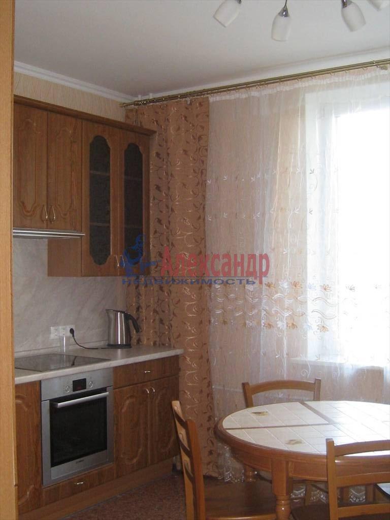 2-комнатная квартира (80м2) в аренду по адресу Вавиловых ул., 7— фото 1 из 7