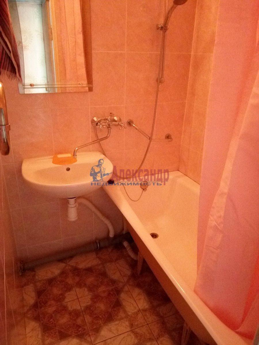 2-комнатная квартира (45м2) в аренду по адресу Петергофское шос., 5— фото 8 из 9