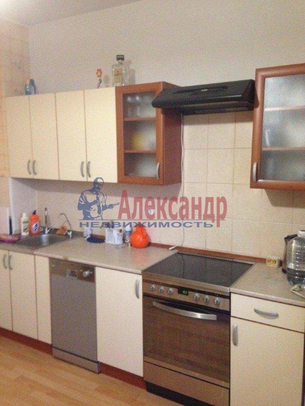 2-комнатная квартира (57м2) в аренду по адресу Ленсовета ул., 69— фото 4 из 8