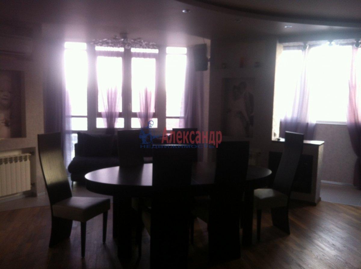 4-комнатная квартира (138м2) в аренду по адресу Новоколомяжский пр., 11— фото 3 из 11