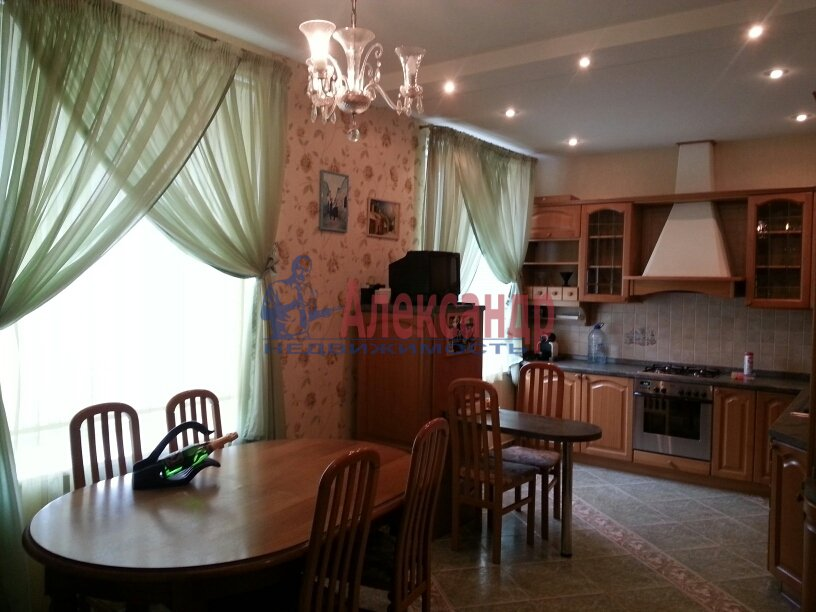 3-комнатная квартира (95м2) в аренду по адресу Черной Речки наб., 10— фото 1 из 16