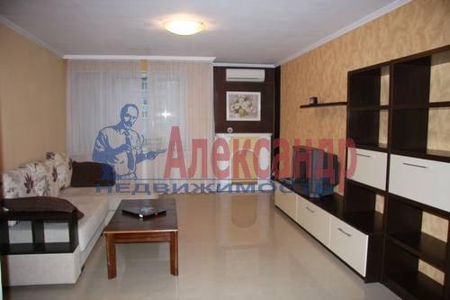 2-комнатная квартира (63м2) в аренду по адресу Пятилеток пр., 17— фото 1 из 6