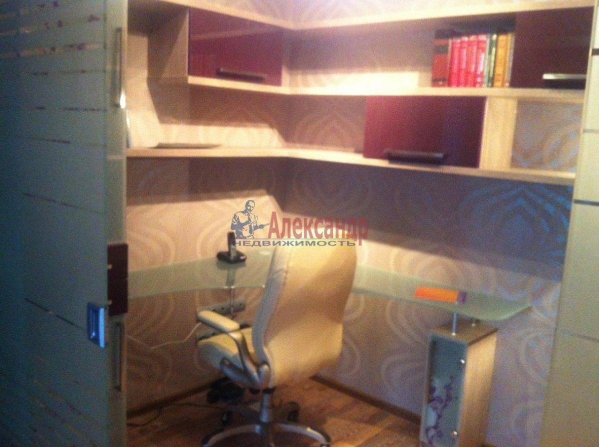 4-комнатная квартира (138м2) в аренду по адресу Новоколомяжский пр., 11— фото 7 из 11