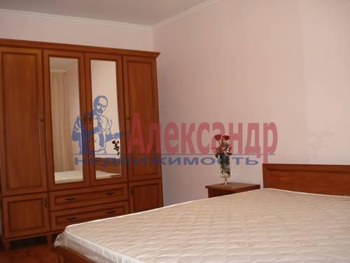 2-комнатная квартира (75м2) в аренду по адресу Стачек пр., 92— фото 3 из 5