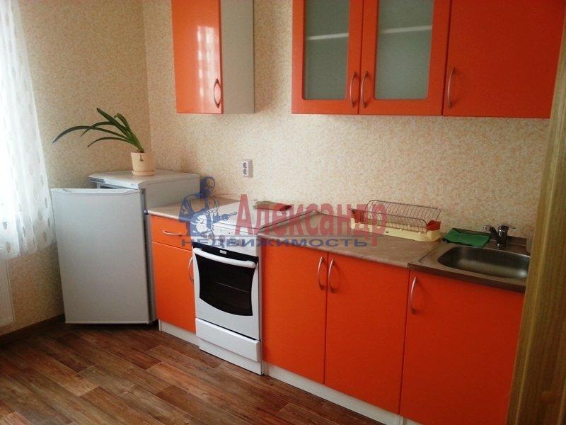 1-комнатная квартира (38м2) в аренду по адресу Руставели ул., 60— фото 1 из 10
