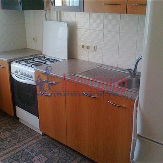 2-комнатная квартира (57м2) в аренду по адресу Бадаева ул., 8— фото 3 из 4