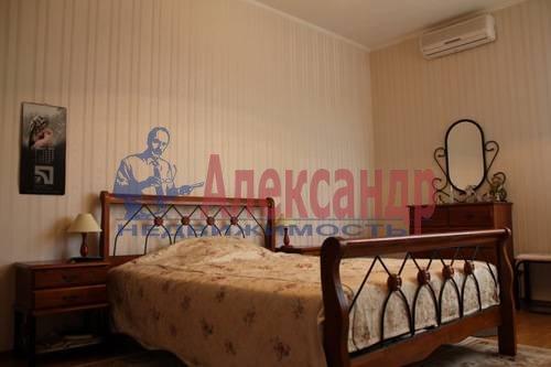 2-комнатная квартира (70м2) в аренду по адресу Обуховской Обороны пр., 138— фото 4 из 9