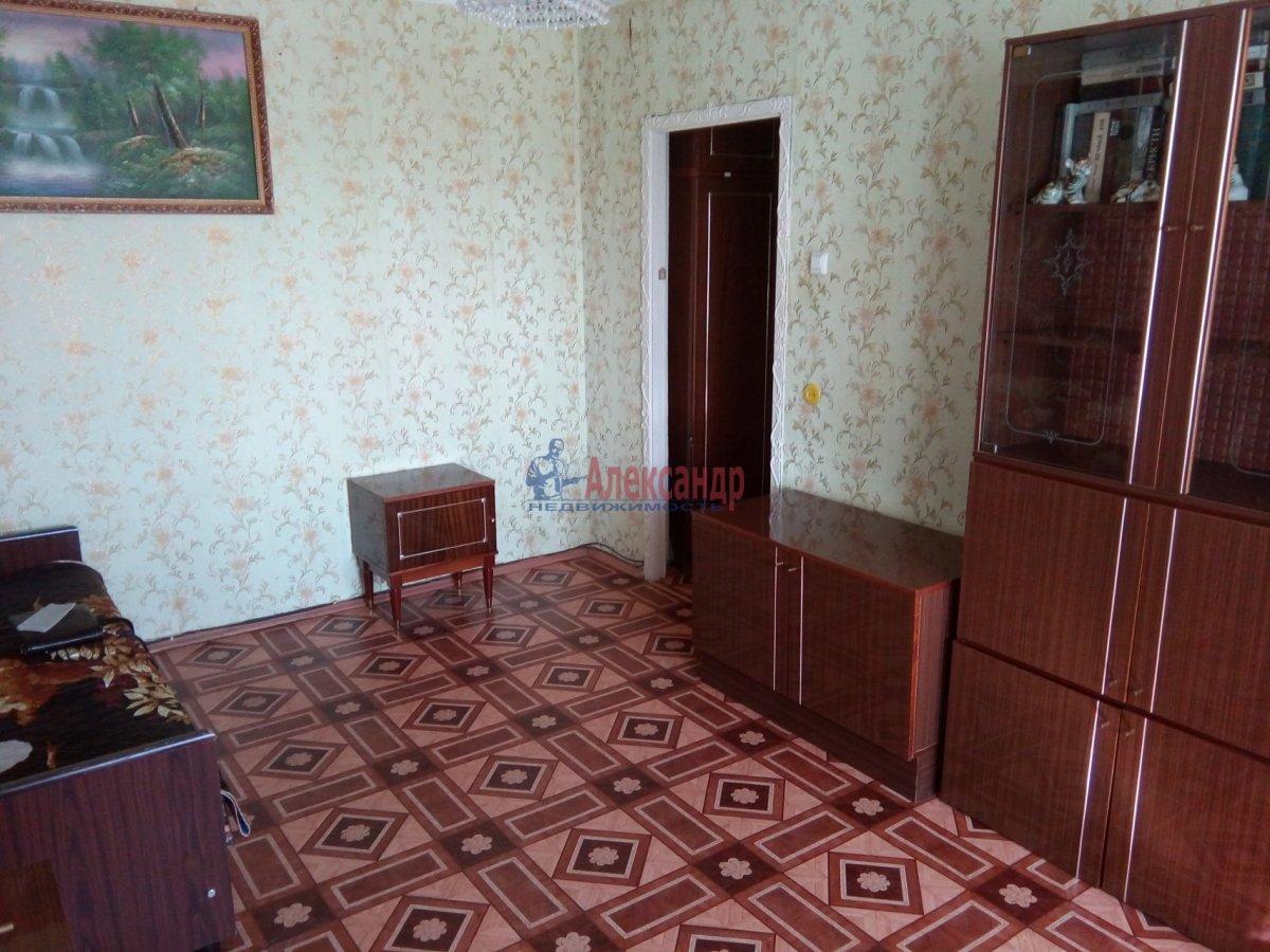 2-комнатная квартира (45м2) в аренду по адресу Петергофское шос., 5— фото 1 из 9