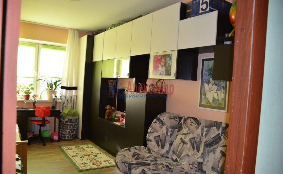 1-комнатная квартира (44м2) в аренду по адресу Нахимова ул., 1— фото 2 из 3