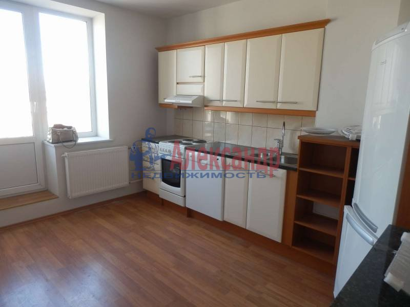 2-комнатная квартира (68м2) в аренду по адресу Садовая ул., 63— фото 1 из 3