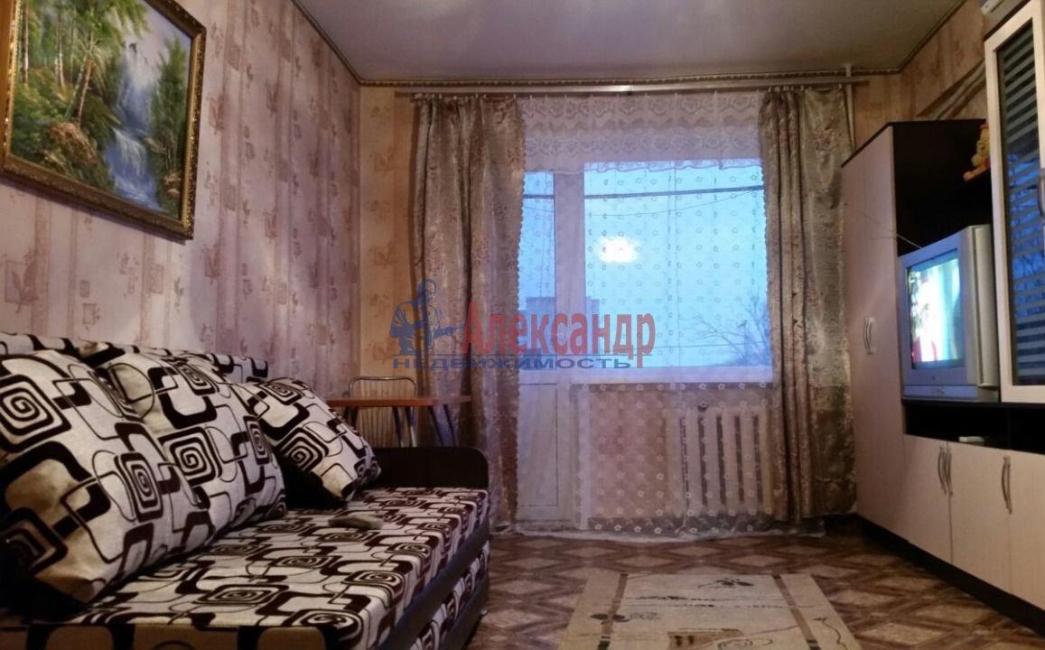 1-комнатная квартира (38м2) в аренду по адресу Дыбенко ул., 27— фото 2 из 4