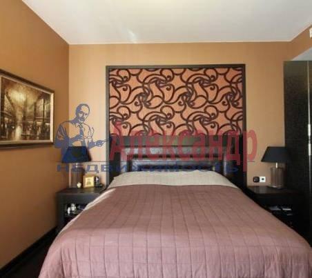 2-комнатная квартира (70м2) в аренду по адресу Кирочная ул., 32/34— фото 1 из 3