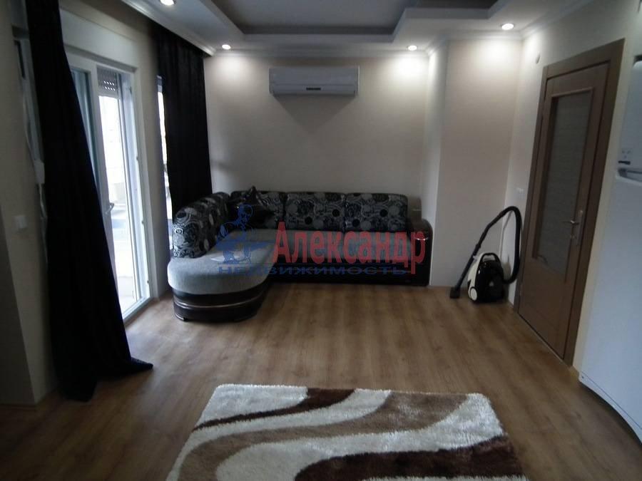 2-комнатная квартира (76м2) в аренду по адресу Мичуринская ул., 6— фото 3 из 4
