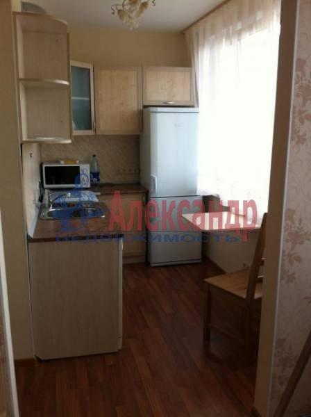 3-комнатная квартира (82м2) в аренду по адресу Пражская ул., 9— фото 9 из 11