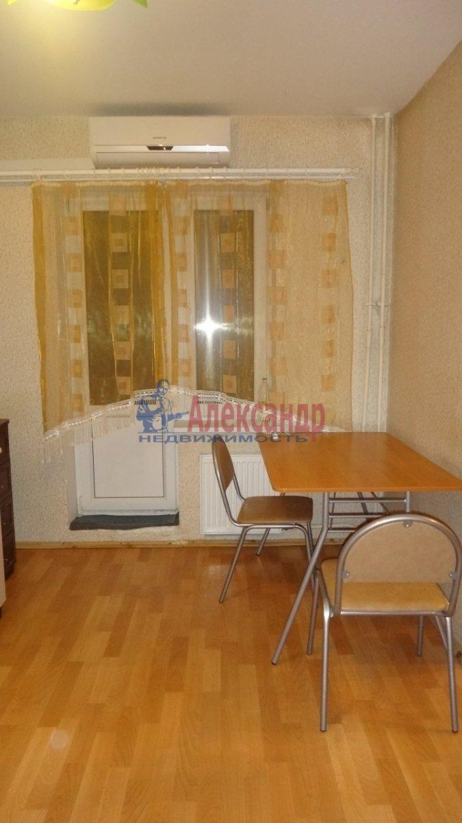 2-комнатная квартира (48м2) в аренду по адресу Луначарского пр., 76— фото 1 из 4