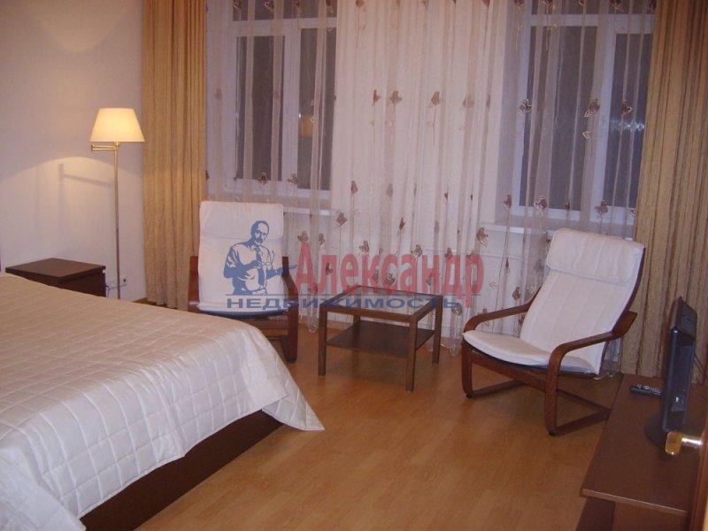 Комната в 3-комнатной квартире (71м2) в аренду по адресу 6 Красноармейская ул., 12— фото 1 из 3