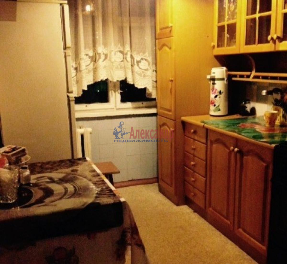 Комната в 3-комнатной квартире (62м2) в аренду по адресу Салова ул., 24— фото 1 из 4