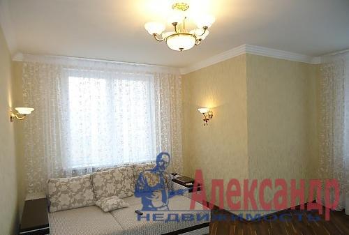 2-комнатная квартира (65м2) в аренду по адресу Декабристов ул., 49— фото 1 из 4